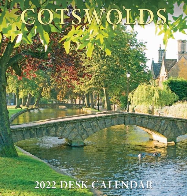 9781912584529 Cotswolds 2022 Desk Calendar